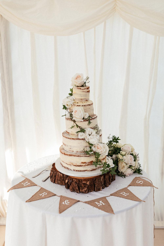 Buckinghamshire-wedding-photographer-075.jpg