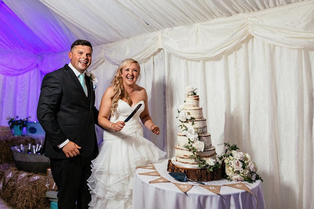 Buckinghamshire-wedding-photographer-091.jpg
