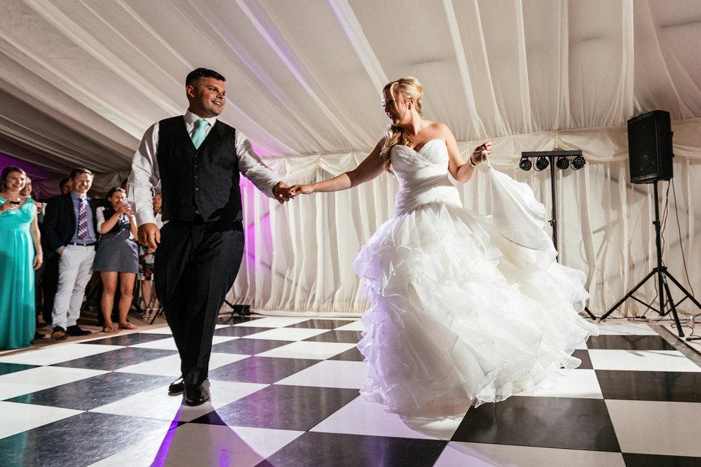 Buckinghamshire-wedding-photographer-093.jpg