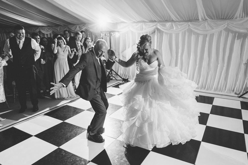 Buckinghamshire-wedding-photographer-095.jpg
