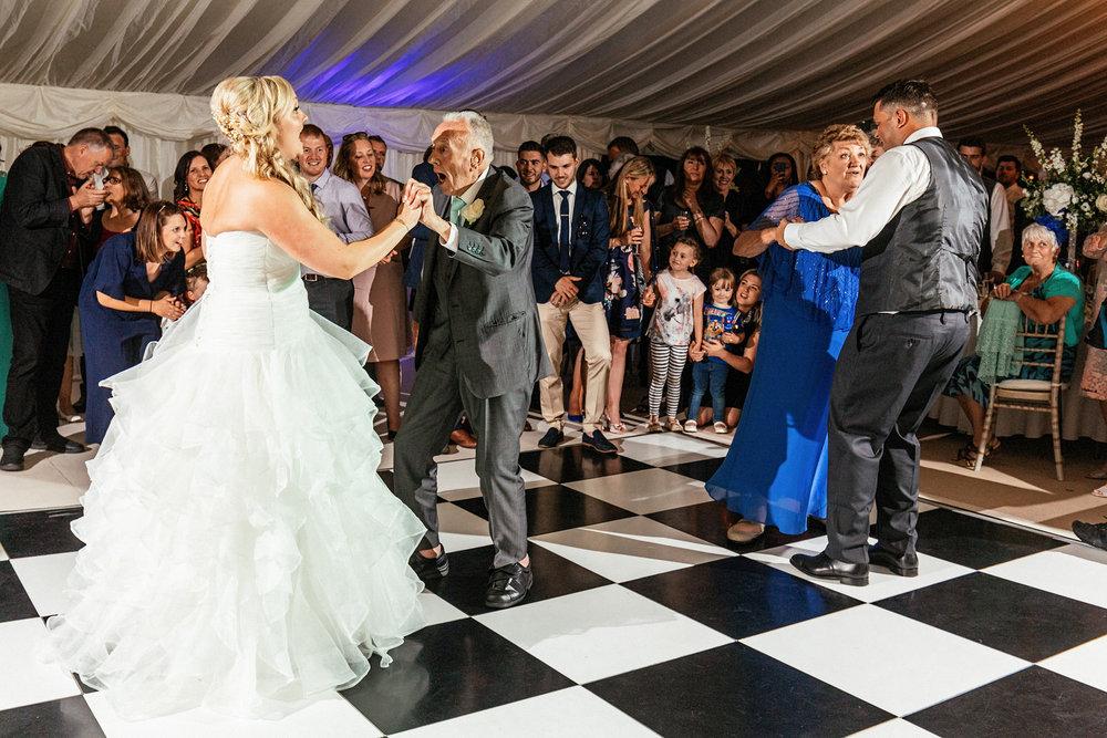 Buckinghamshire-wedding-photographer-096.jpg