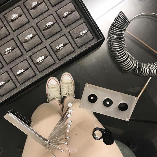 It's a diamond and converse type of day 💍👟 #shoesneedwashing #diamondsareforever #london #casualtuesday #tuesdaymorning #engagementringideas #ringgoals #ringselfie #proposalplanner