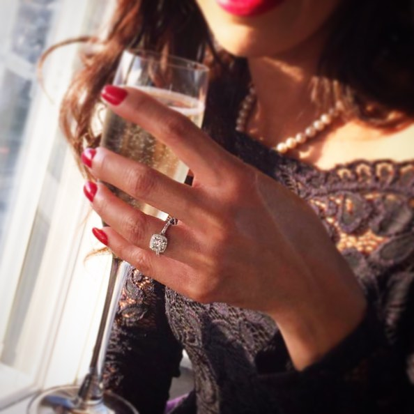 ❤️👄 Red nails, Red Lips, Champagne, And Pearls ... this lady definitely knows how to dine in style especially when she didn't expect to add Diamonds to her black number!  #datenight #rednails #engagedlife #womensfashion #onfleek #ringinspo #theshard #shesaidyes #diamondring #beautiful #styleinspo #blackdress #engagedtobemarried #couplegoals #relationshipgoals #burtandgurtjewellery #handmadejewelry