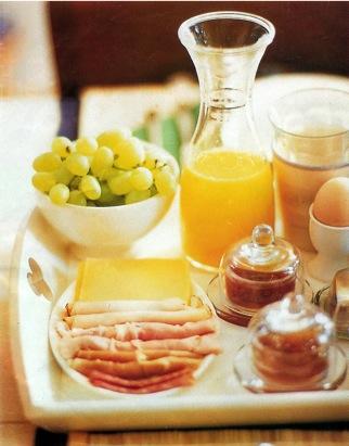 Elke zondag nodigen wij u vanaf 9u30 uit voor een heerlijk ontbtijtbuffet.   Wel op tijd  reserveren  om zeker te zijn van uw plaats!