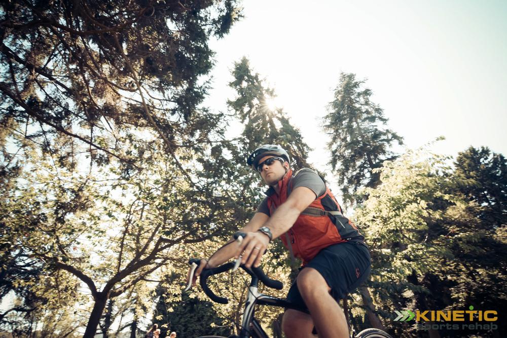 Man_Riding_Bicycle_in_Green_Lake_Park.JPG