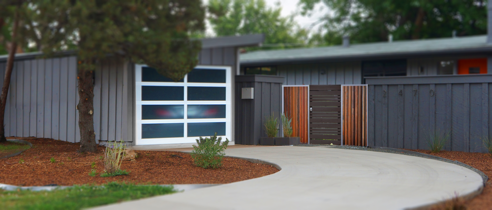 SAME AS ABOVE EXCEPT THE GATE IS A HIGH GLOSS WALL STAINED CEDAR WITH METAL ACCENTS.