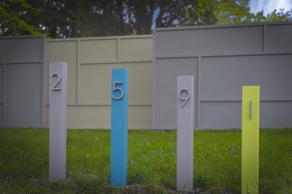 Honey is full of jazz, pizazz, and maybe even a little razzmatazz, we don't know.  Three 6x8 privacy screens serve as a backdrop for a colorful graduated number marker.