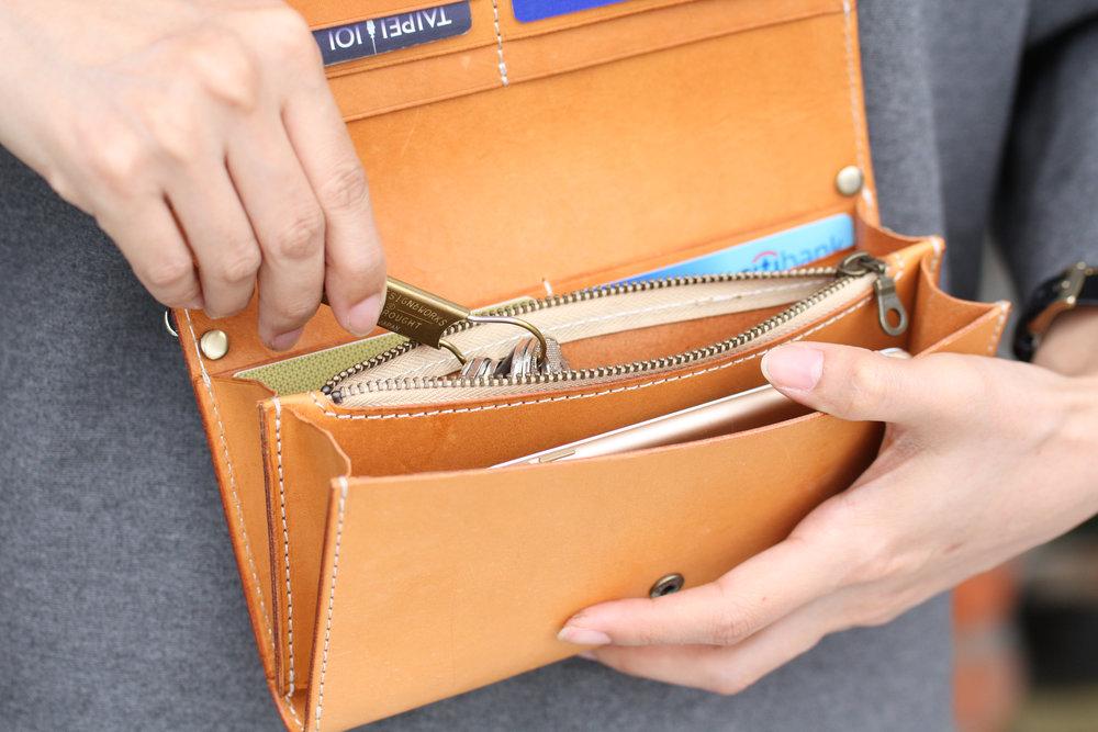 長夾側背包 課程價格:NT $ 5,680 課程所需時間:9 hr 尺寸:20 x 11 x 4 cm