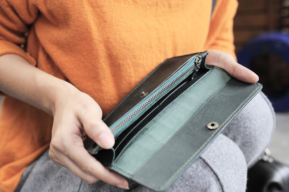手縫極簡長夾 課程價格:NT $ 3,980 課程所需時間:6 hr 尺寸:19 x 8.5 x 2 cm