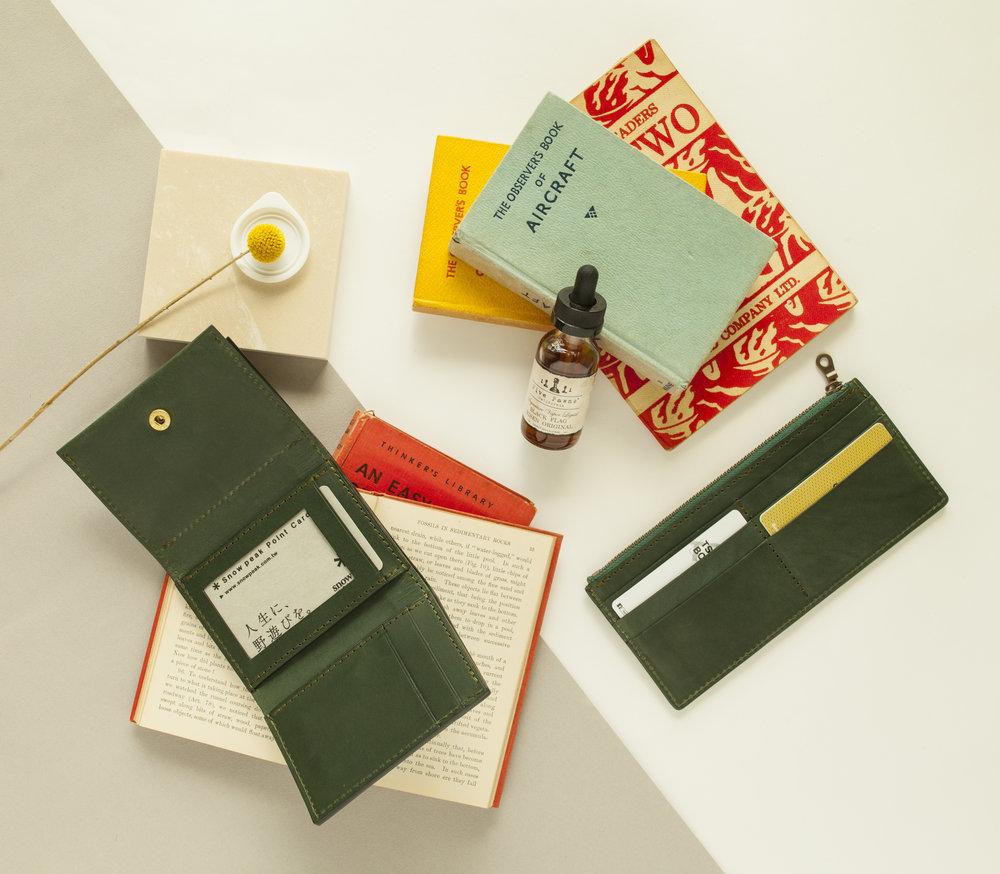 - 這個秋天,全新皮夾系列課程!一次推出7款錢袋,具備不同收納容量的長夾、中夾、短夾、及零錢包。
