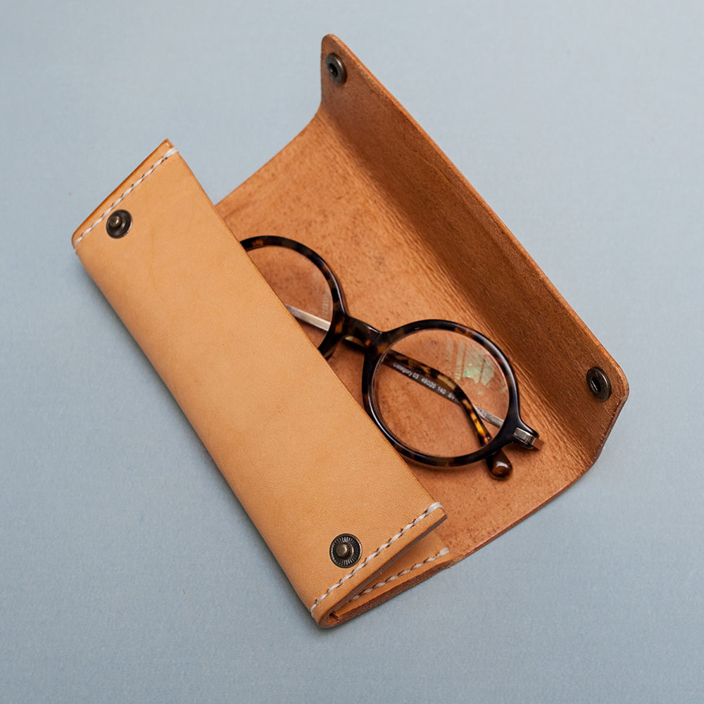 ws-triangle-glasses-case-2.jpg