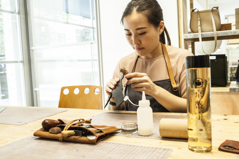 凡購拚色新品課程,即贈京盛宇紫砂壺手沖茶飲折價券100元。