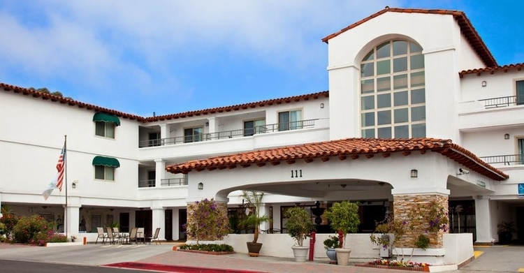 The volare hotel is the fun, beachy-glam  YFS training location  in downtown san clemente