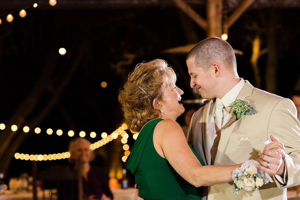 mother-son-dance-wedding