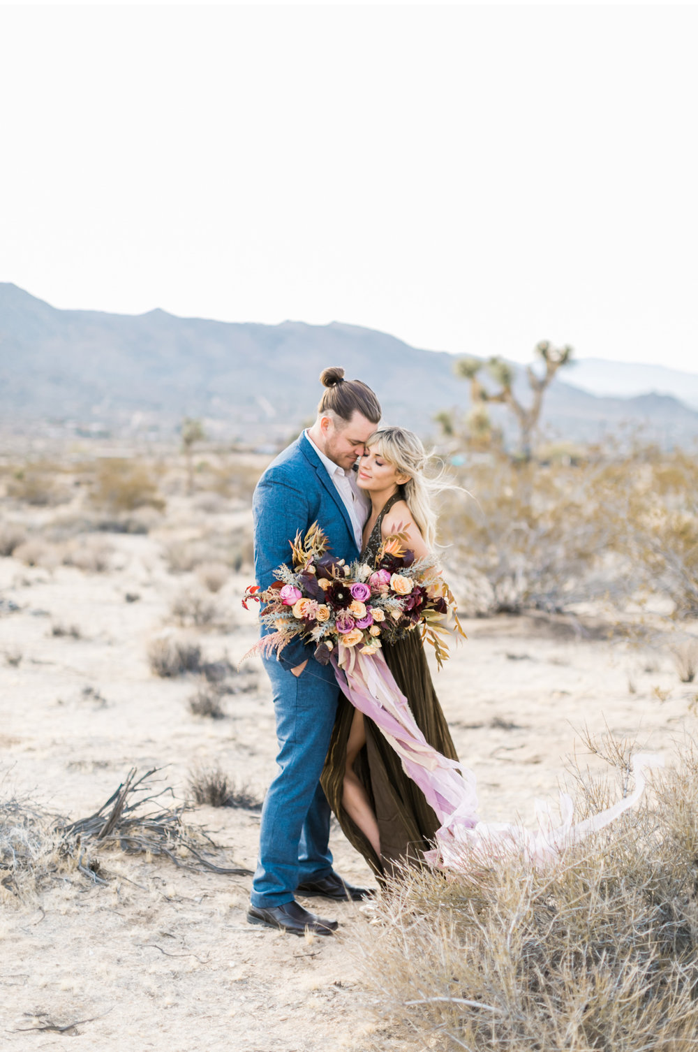 Joshua-Tree-Wedding-Natalie-Schutt-Photography-100-Layer-Cake_10.jpg