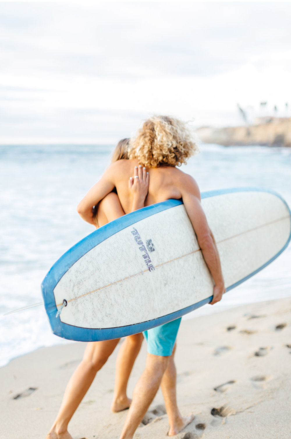 Style-Me-Pretty-California-Surf-Engagement-Natalie-Schutt-Photography_13.jpg