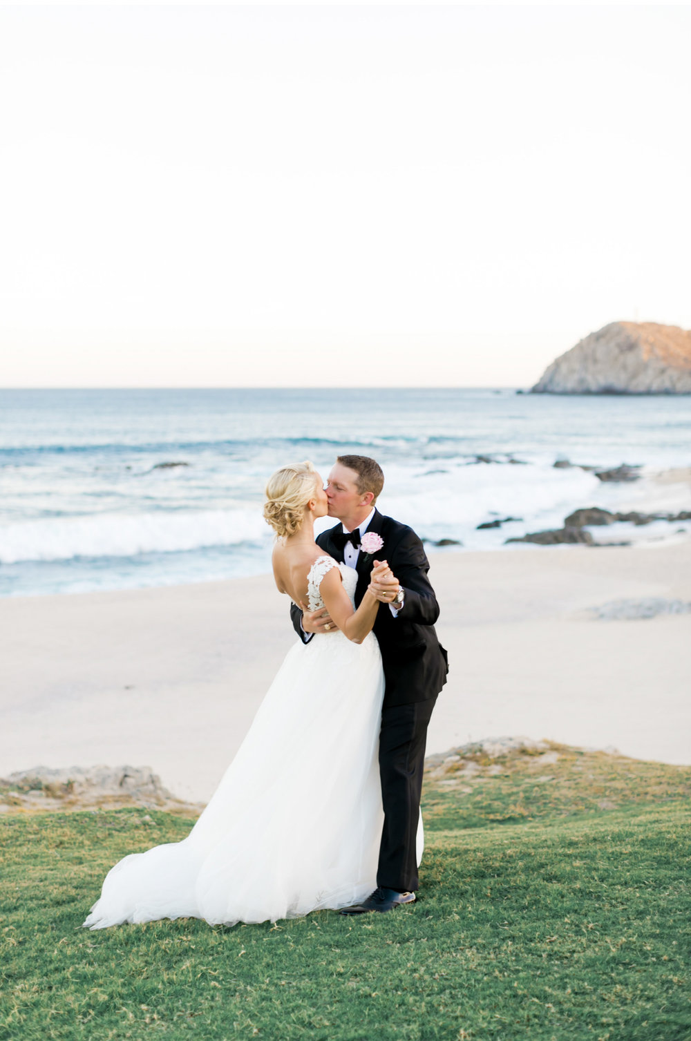 Hawaii-Destination-Wedding-Natalie-Schutt-Photography-Style-Me-Pretty_09.jpg