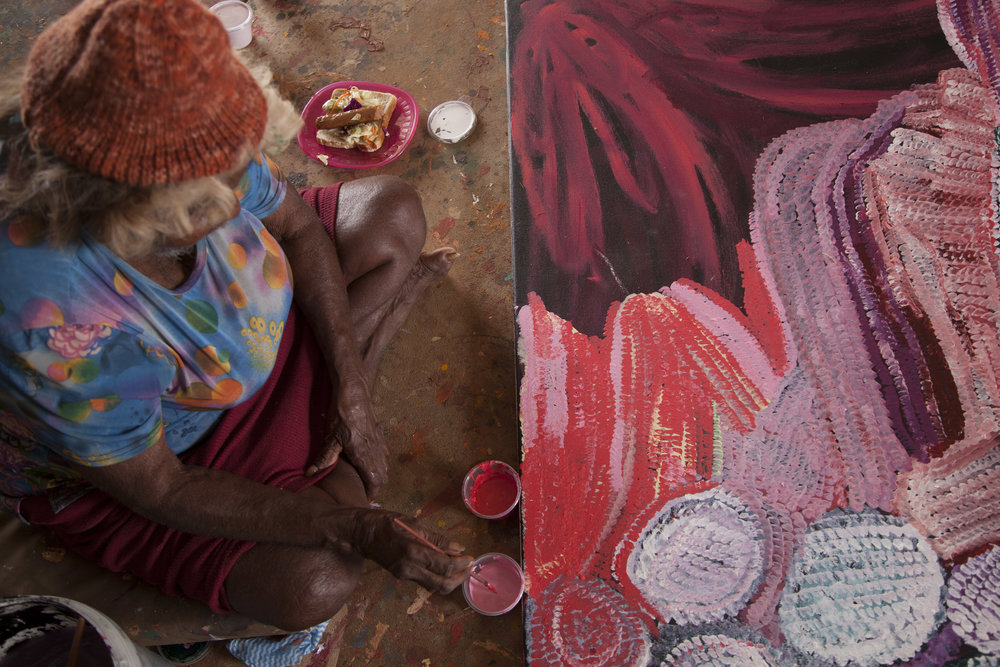 Bugai Whyoulter painting at the Martumili Artists art shed, Kunawarritji. Photo – Martumili Artists.