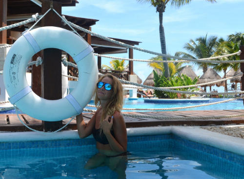 Sunnies: Blenders Eyewear // Swimsuit: Triangl Swimwear  Thank you Blenders Eyewear for sponsoring this post
