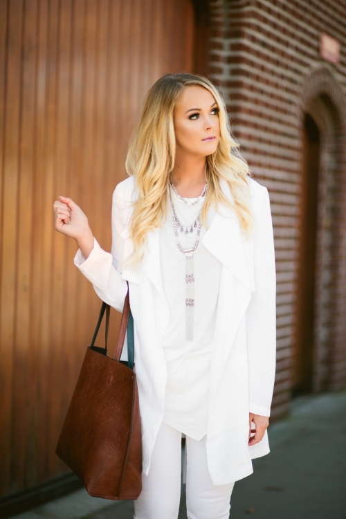 www.xxkarlierae.com   all white outfit