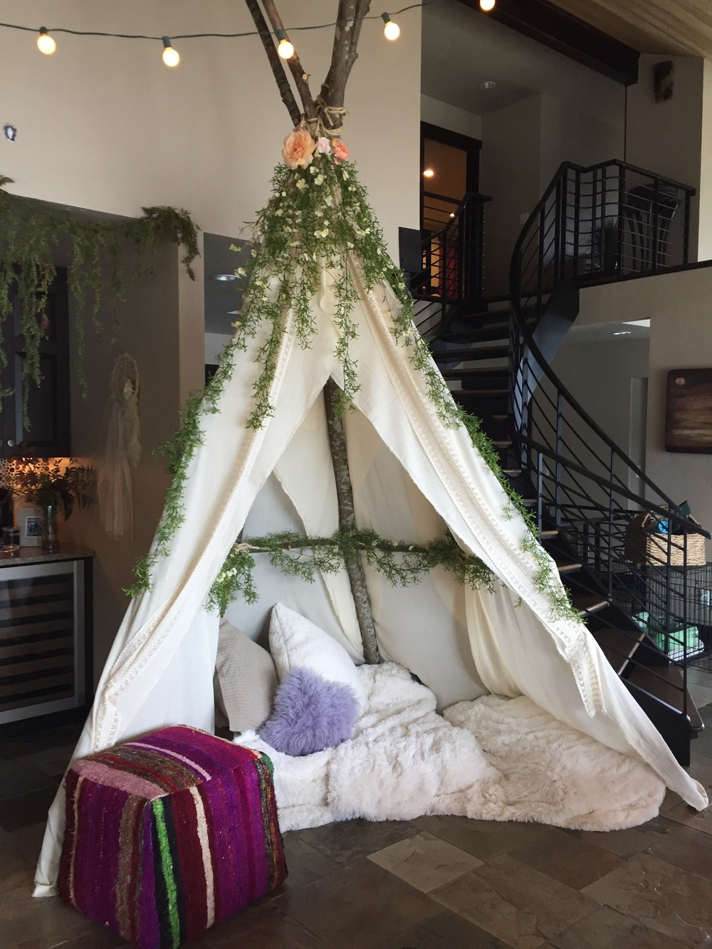 the show stopper of the party: this handmade teepee done by my aunt, uncle and cousins! they are amazingly talented and creative! I love love love