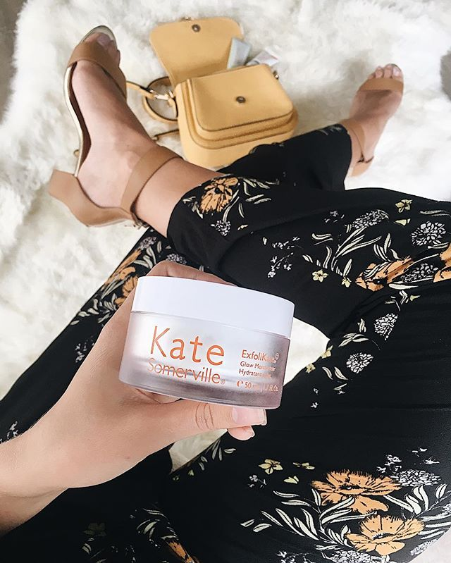 No lie - @katesomervilleskincare is my latest obsession. I've been using the ExfoliKate line daily which they are now selling at @sephora! 🙌🏼 Thank you to Kate Somerville for hooking me up, but TRUTHFULLY I will buy this line again and again!! You guys neeeeeed to try 💛 #KateCan #KateSomerville #Partner #Sephora #Skincare