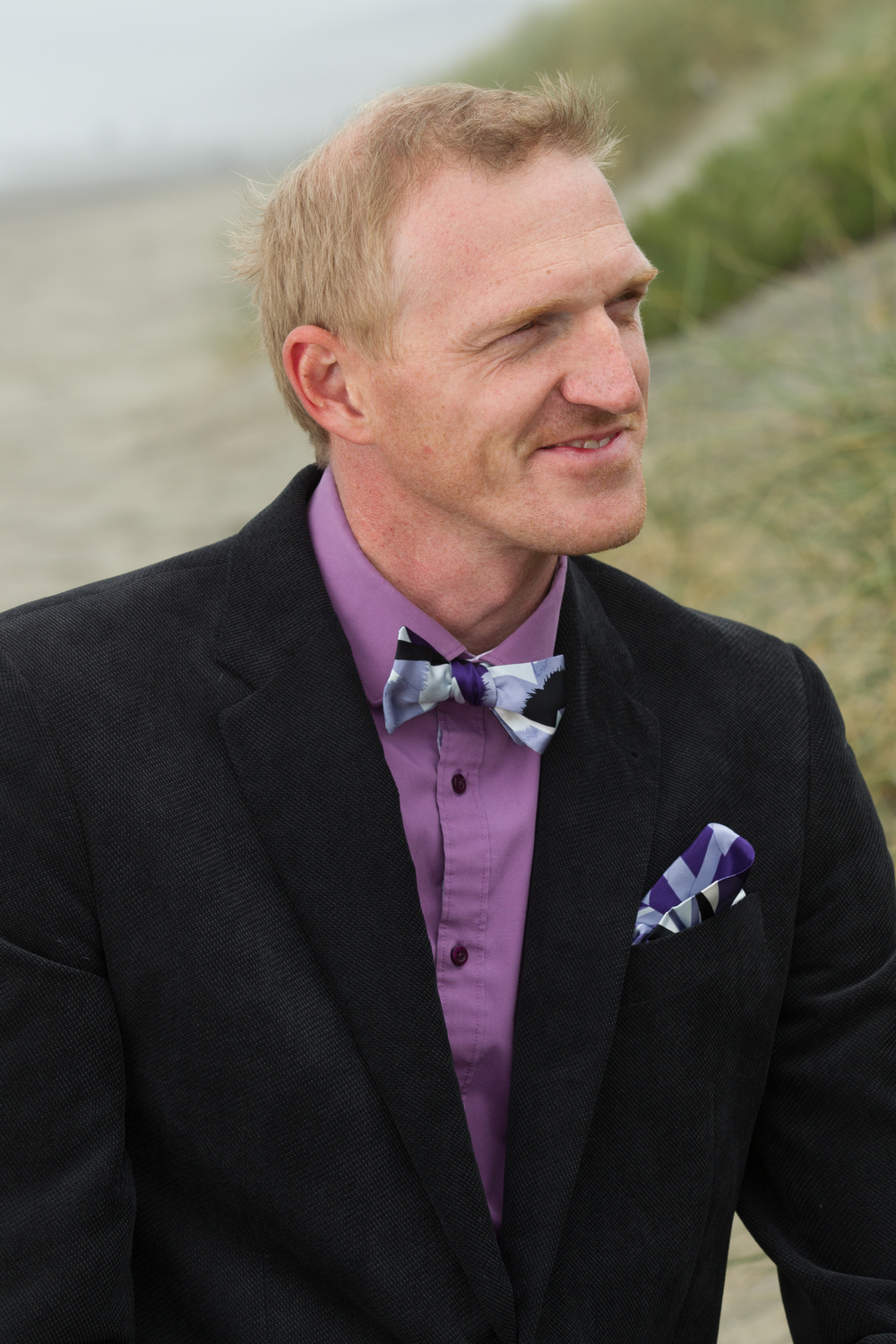 Italian silk bow tie to compliment a well traveled look