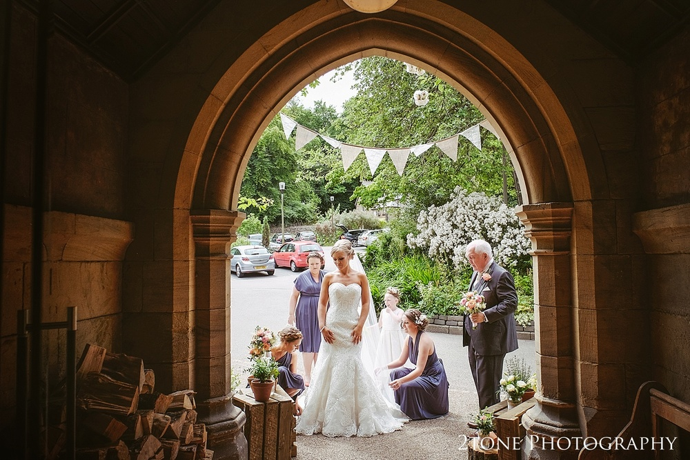 The bride's arrival at Jesmond Dene House in Newcastle by 2tone Photography www.2tonephotography.co.uk
