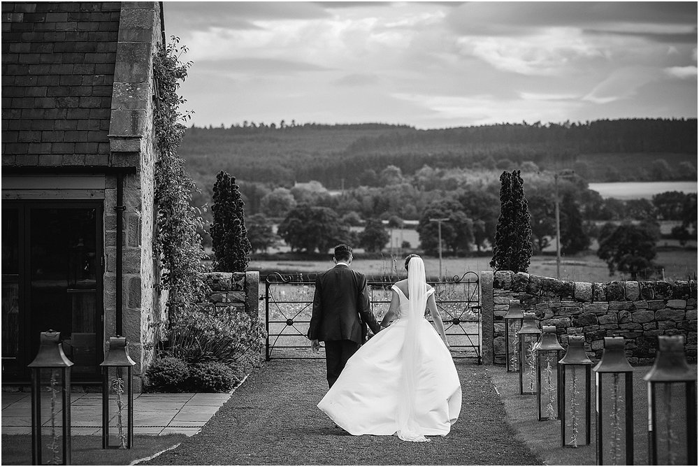 Healey Barn summer wedding photography by www.2tonephotography.co.uk 084.jpg