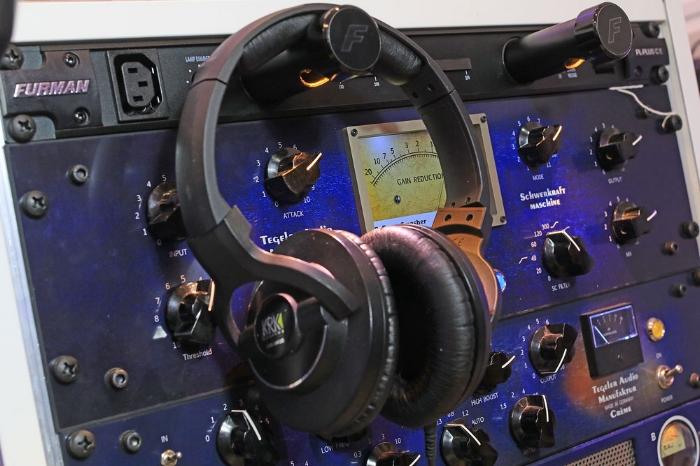 pro-tools-studio-headphones-krk-8400.jpg