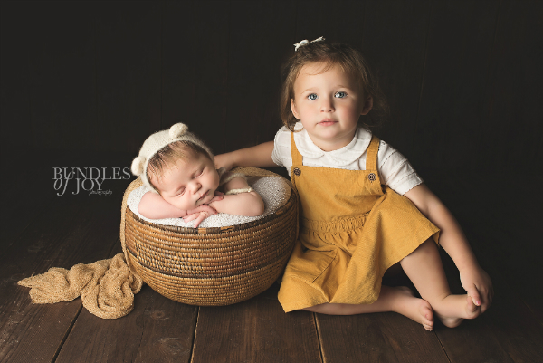 siblings-newborn-photoshoot.jpg