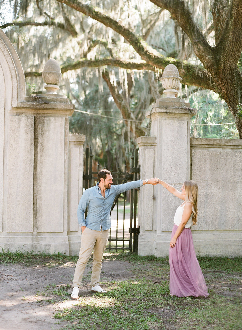 Wormsloe-Savannah-Engagement-Photos-12.jpg