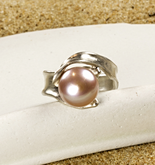 Eventide ring in sterling silver with pink color round cultured freshwater pearl