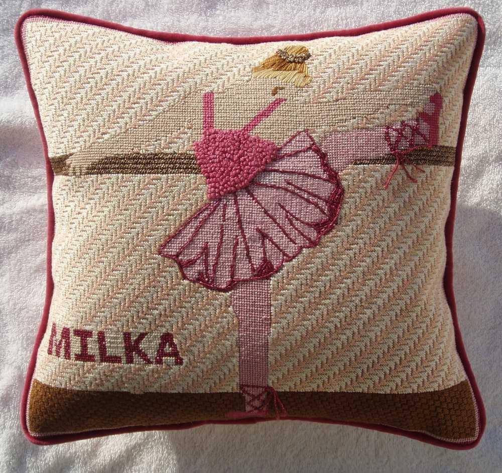 Needlepoint Pillow E1PL .JPG