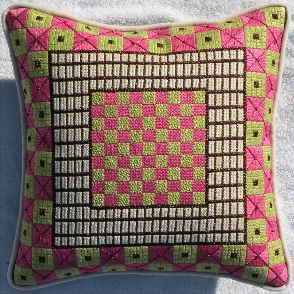 Needlepoint Pillow E2PL .JPG
