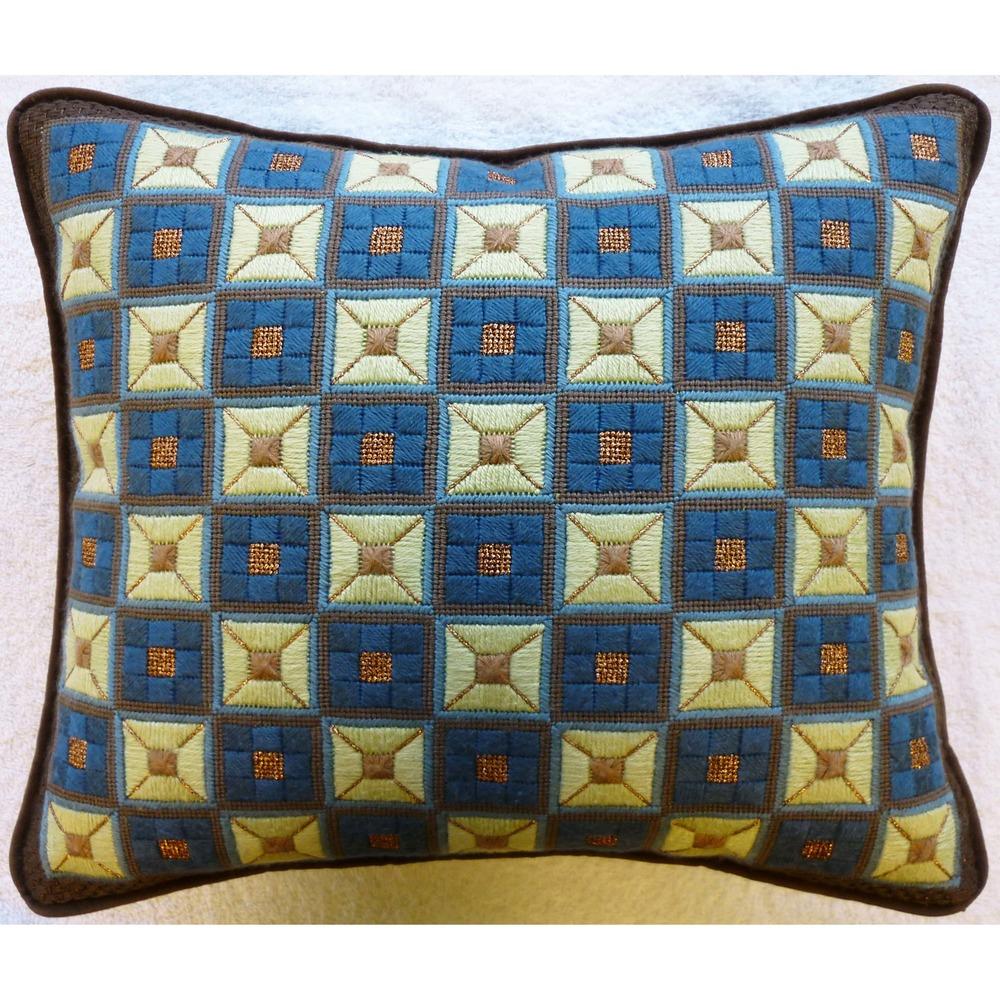 Needlepoint Pillow E3PL .JPG