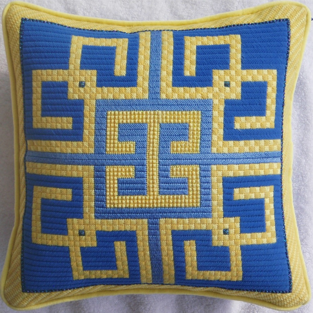 Needlepoint Pillow E15PL .JPG