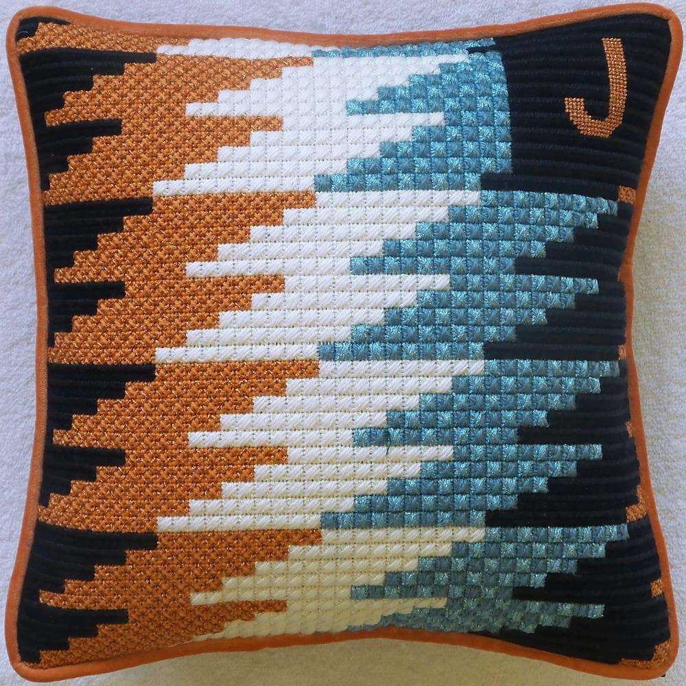 Needlepoint Pillow L17PL .jpg