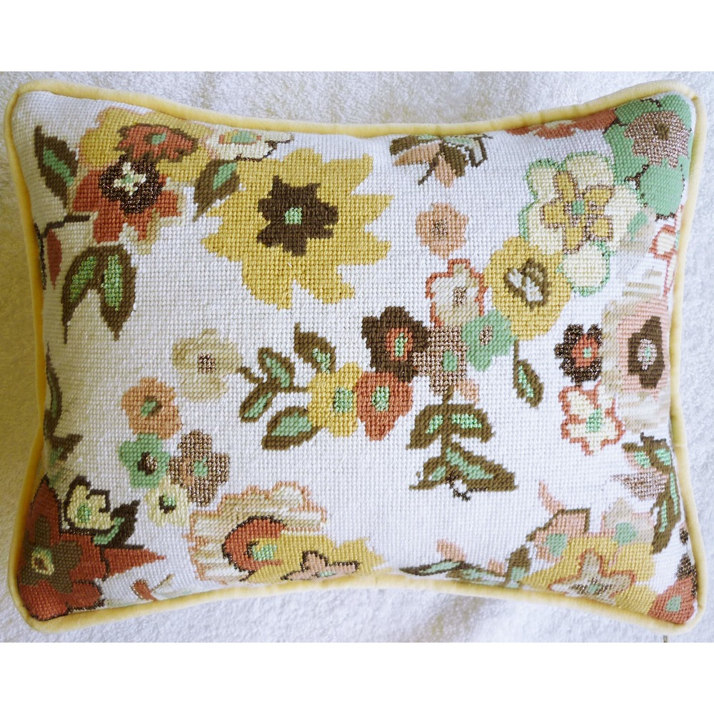 Needlepoint Pillow M2PL .JPG