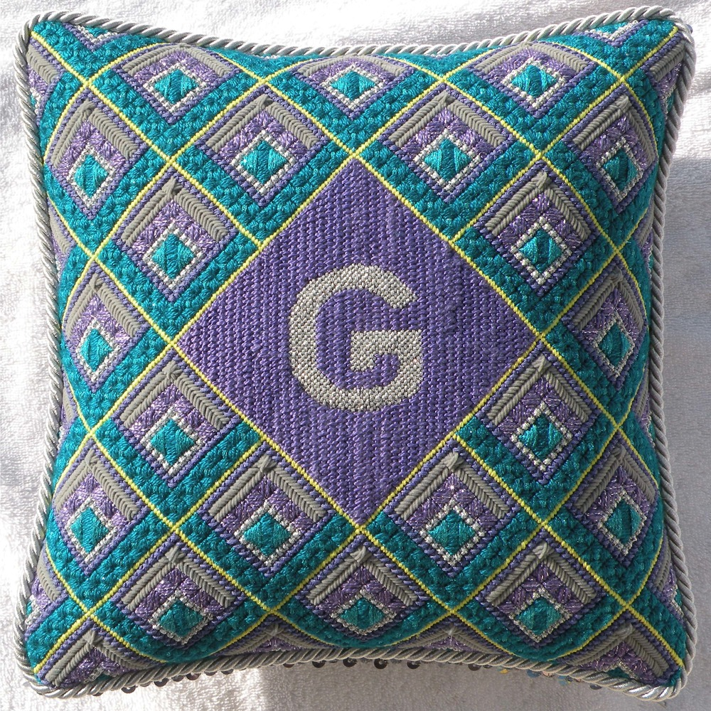 Needlepoint Pillow N2PL .JPG