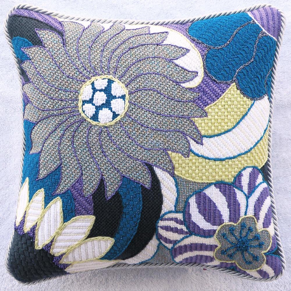 Needlepoint Pillow N4PL .JPG