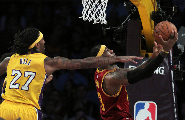 LeBron James scores 36 points as the Cavs snap a six game losing streak. (Rick Loomis/Los Angeles Times/TNS)