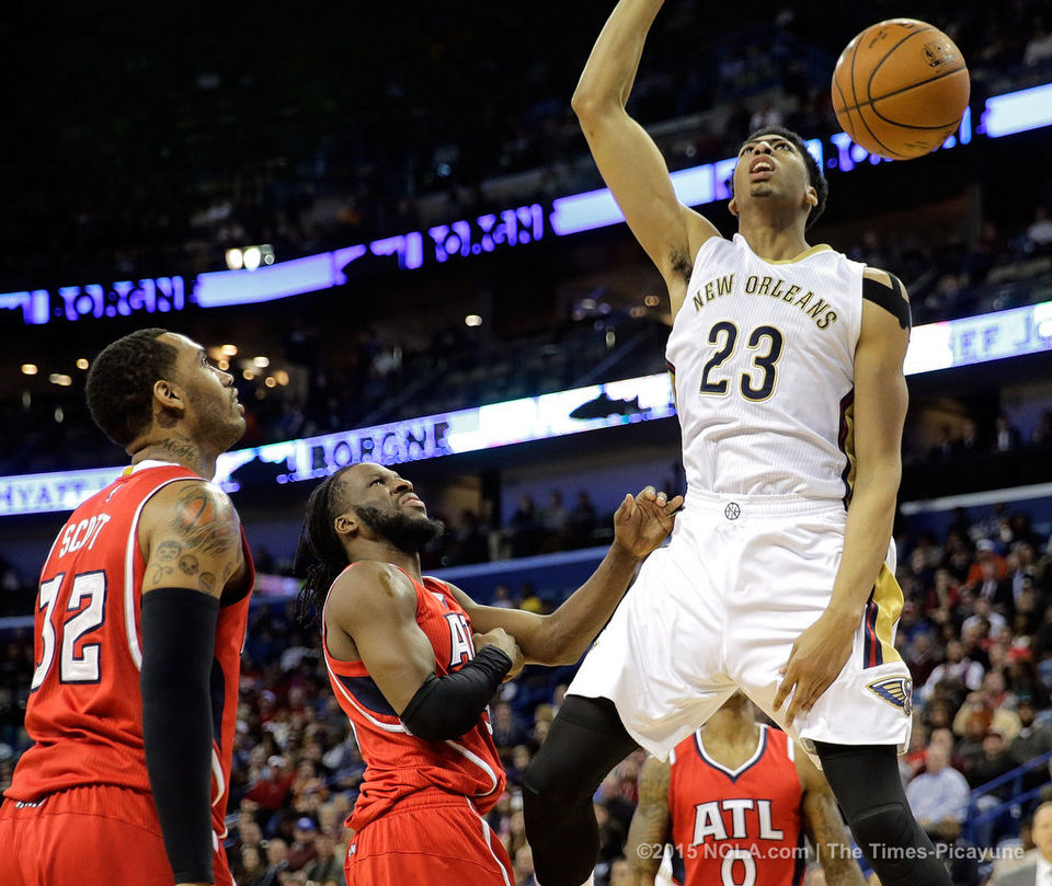 Anthony Davis scores 29 points as the Pelicans end the Hawks 19 game winning streak. Photo by David Grunfeld, Nola.com|The Times-Picayune)