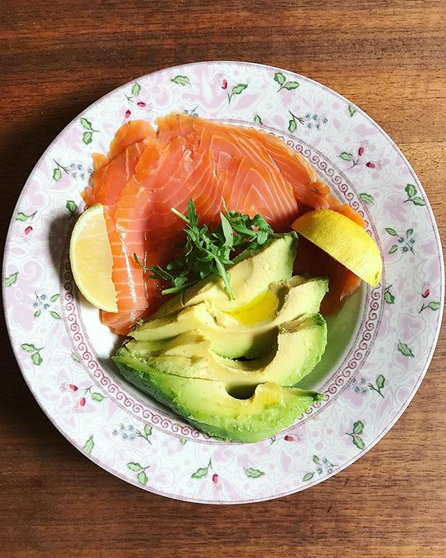 Simple & Satisfying 🌿🥑🐟🍋 #healthyfats #forthewin 🙌🏼