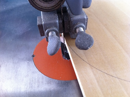 Bandsaw blade against circle to cut