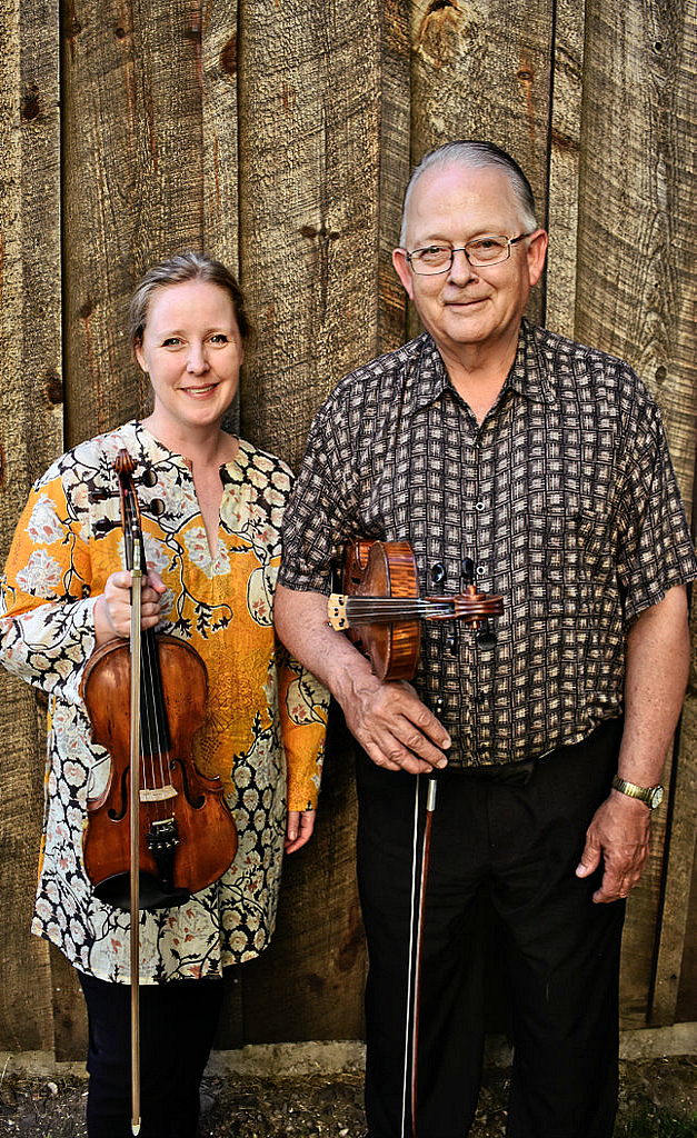 Fiddlers Gretchen Koehler & Don Woodcock (In-Sil Yoo photo)