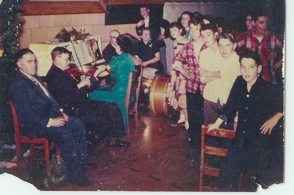 Kenneth Parow (caller), Howard Woodcock (fiddle), Carmen Jenkins Dowe (piano), Lorne (Bood) Jenkins (drums), Marion Jenkins. c 1953, Ogdensburg, New York (Photo courtesy of Don Woodcock archives. Used with permission.)