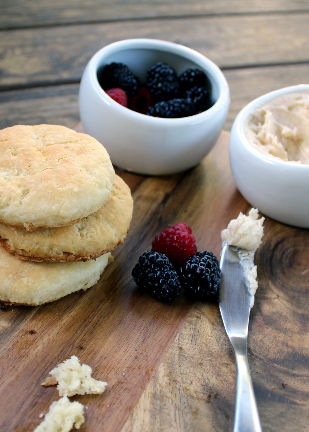 how to make buttermilk biscuits in a skillet