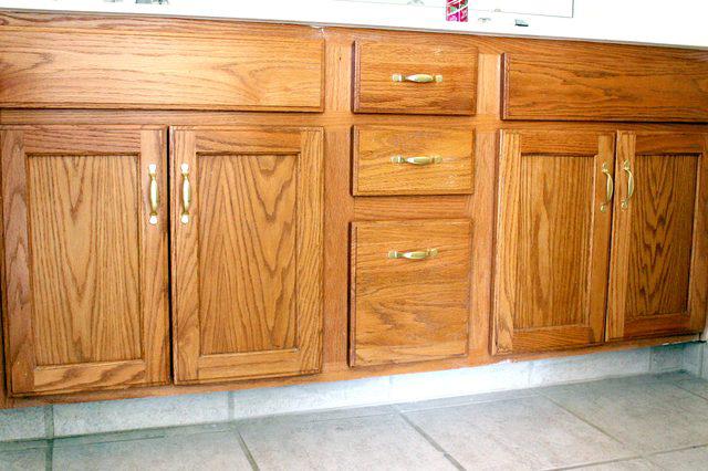 Bold Oak Bathroom Cabinet Makeover (before!)