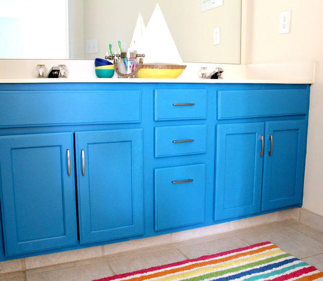 Bold Oak Bathroom Cabinet Makeover via Tag&Tibby